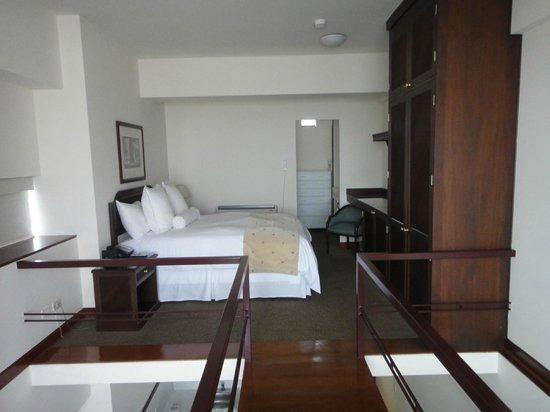 Thunderbird Hotels Fiesta Hotel & Casino: comfy bed on split level