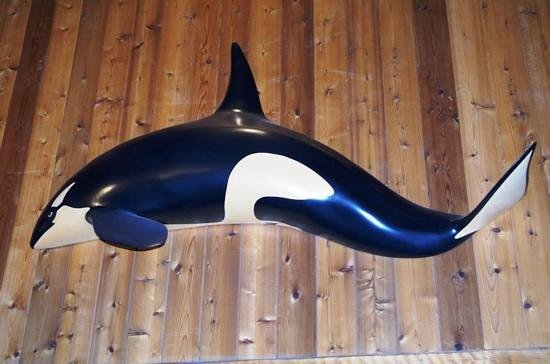Wickaninnish Inn and The Pointe Restaurant: Orca carving in Pointe Restaurant
