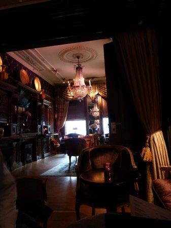 The Toren : The breakfast room/bar