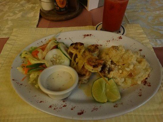 Black Orchid Resort: Grilled Shrimp, Scalloped Potatoes, Salad