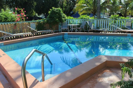 Royal Hawaiian Motel / Botel: SECLUDED POOL AREA.