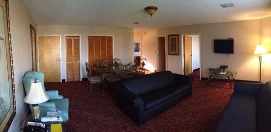 BEST WESTERN Seaside Inn-St. Augustine Beach: living room - dual couch's which fold out.