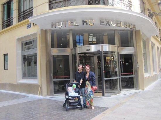 Catalonia Excelsior: Delante del hotel