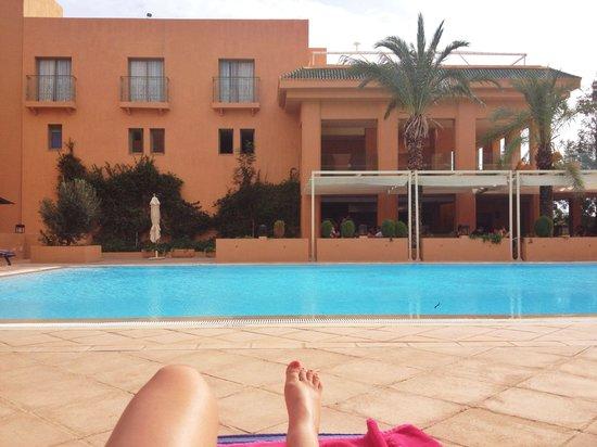 Alhambra Thalasso Hotel: Piscine avec restaurant