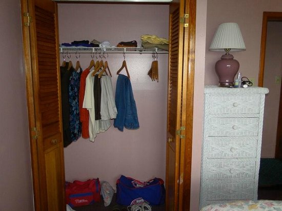 Buckingham Motel : Closet in Private Bedroom