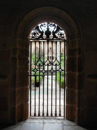 Catedral de Santa María de Sigüenza: Puerta en el Claustro de la Catedral
