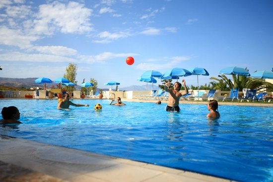 Hotel Rethymnon Mare : Upper pool activities