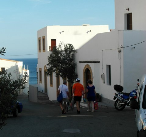 Philipos Studios and Apartment : walk back to phillipos