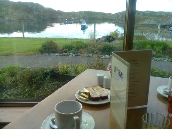 Inishbofin House Hotel & Marine Spa: Enjoying breakfast.