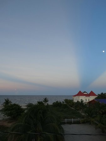Sea View Suites: Same sky phenomenon, facing east toward sea at sunset