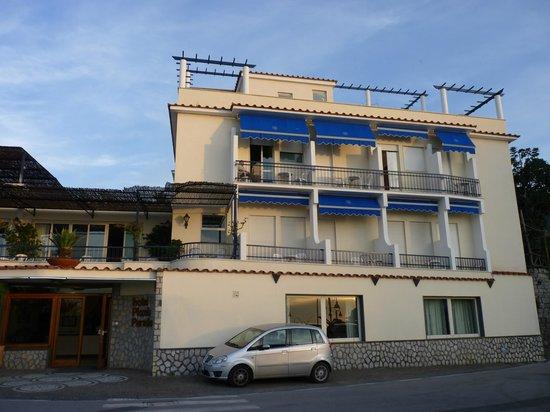 Hotel Piccolo Paradiso: Hotel frontage