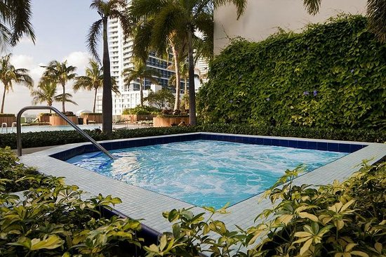 Churchill Suites Miami Brickell: Outdoor Hot Tub
