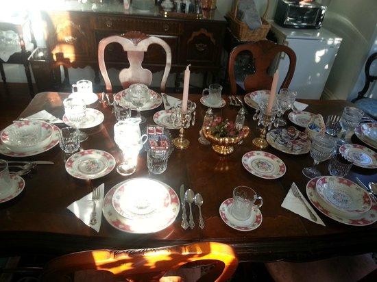 Spruce Hill Manor : Dining Room