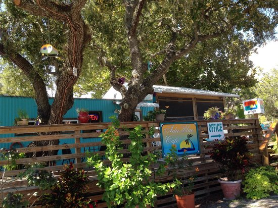 Kelly's AdaBlue Cafe: Outside the Cafe