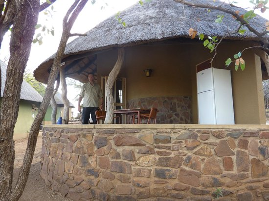Olifants Rest Camp: outside of bungalow