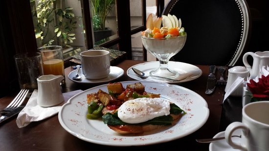 Miravida Soho Hotel & Wine Bar: Our breakfast
