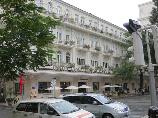 Hotel Continental Saigon: Daytime frontage