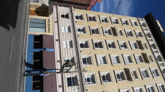 Hotel Metropolis : Exterior