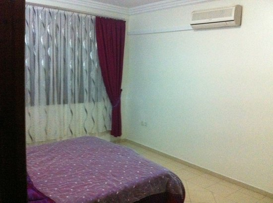 Villa Yasmine : ground floor bedroom with kingsize double bed