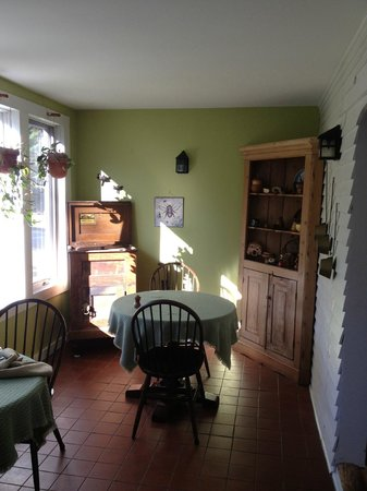 Golden Stage Inn Bed and Breakfast: breakfast nook