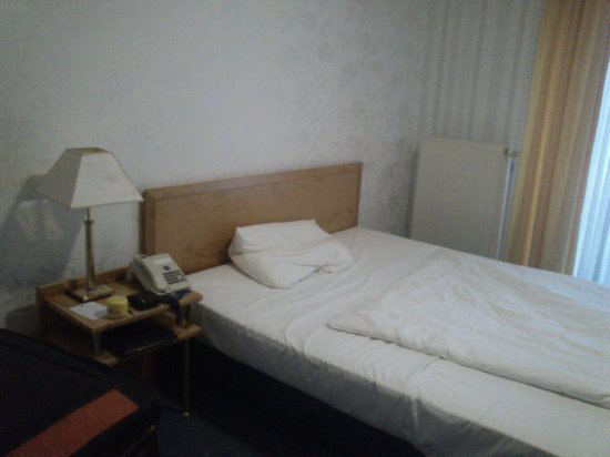 Victors Residenz-Hotel Gummersbach: Double Bed