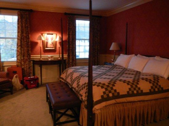Green Mountain Inn: The luxury family suite king bedroom