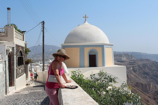 Cliff Side Suites : walking from Firostefani to Fira