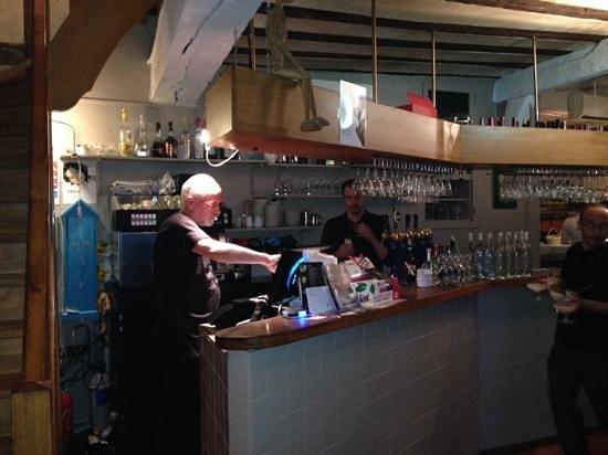 Pizzeria Giuseppino - chez Pino: recepcion y bar