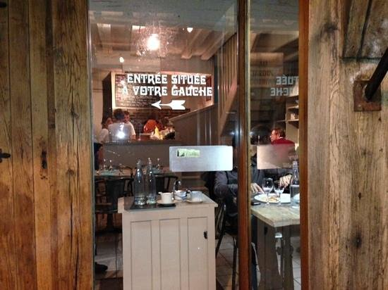 Pizzeria Giuseppino - chez Pino: salón primer piso y horno de leña