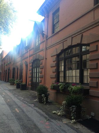 Context New York Tours : Nice Alley in Brooklyn Heights