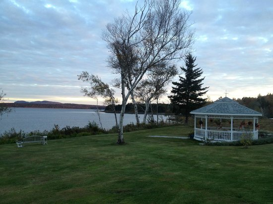 Wave Walker Bed and Breakfast: Gazebo & view of Acadia in background