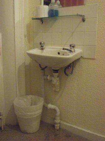 Fitzroy Hotel: Lavabo chambre simple