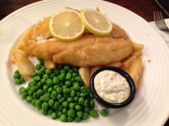 Black Swan Hotel: Breaded haddock with handcut chips and peas