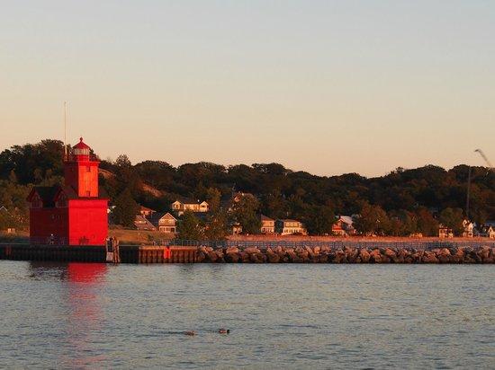 Butch's Dry Dock: Vor dem Abendessen zum Sonnenuntergang zum Leuchtturm