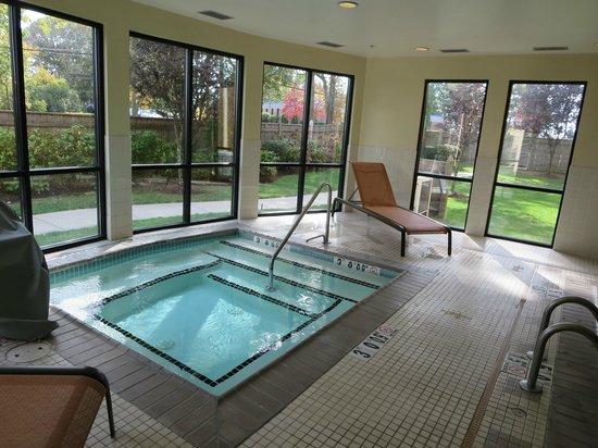 Courtyard Providence Warwick: Pool