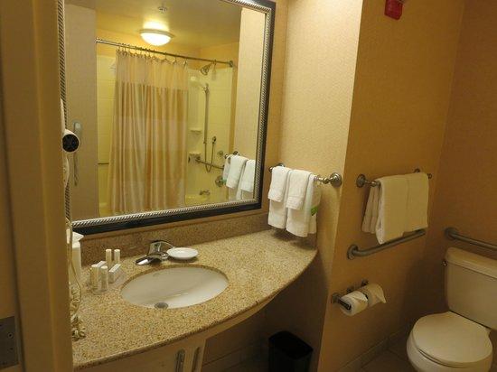 Courtyard Providence Warwick: Bathroom