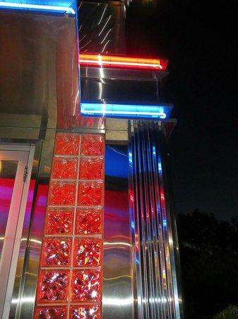 Route 9 Diner: front door