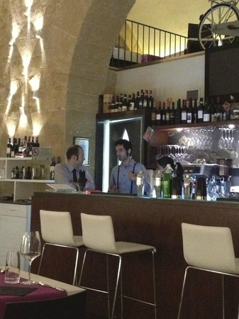Carizzi d'Amuri: Two of the brothers at the bar.