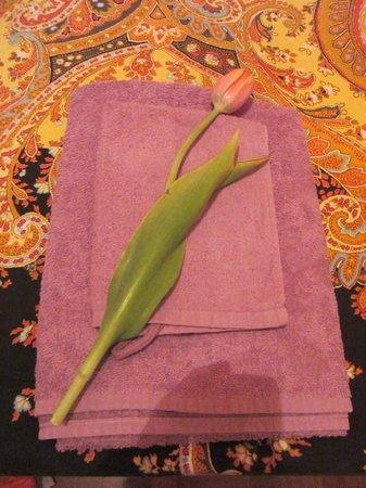 B&B Ametista: 清潔なタオルに花のサービス