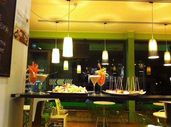 Bar Caffeina : Aperitivi in stile happy hour..