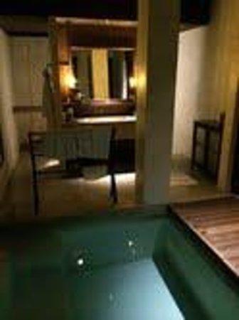 Le Meridien Koh Samui Resort & Spa: Outdoor bathroom and plunge pool