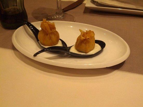 Kasler: Entrante de cortesía del restaurante (saquitos de hojaldre rellenos)