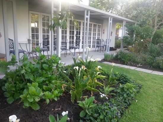Greyton Lodge: Garden/restaurant