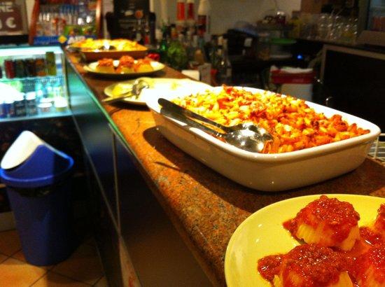 """Bar Caffeina : Ricchi buffet """"su misura"""".."""