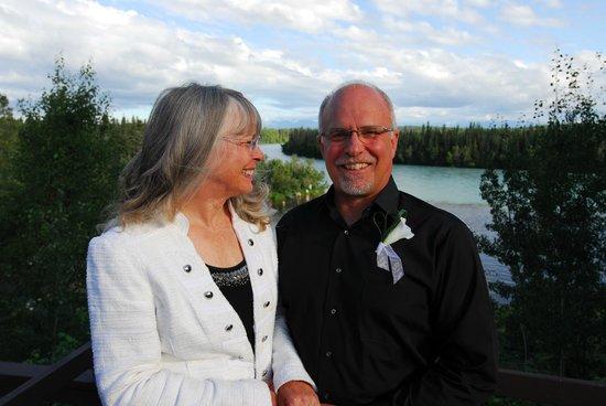 Great Alaska Adventure Lodge: The very happy couple (Kenai River below)