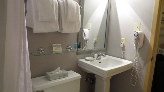 Crowne Plaza Ventura Beach: Bathroom
