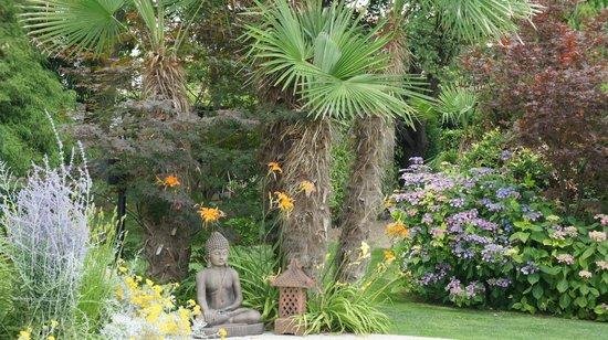 B&B Bamboo House: giardino
