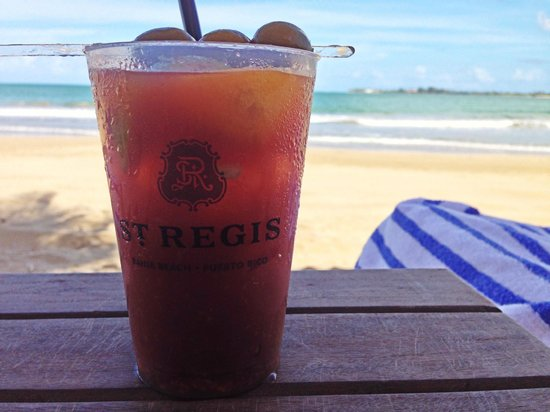 The St. Regis Bahia Beach Resort, Puerto Rico: Drinks served on the beach