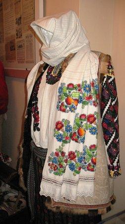 Bukovynian Diaspora Museum: Costunes