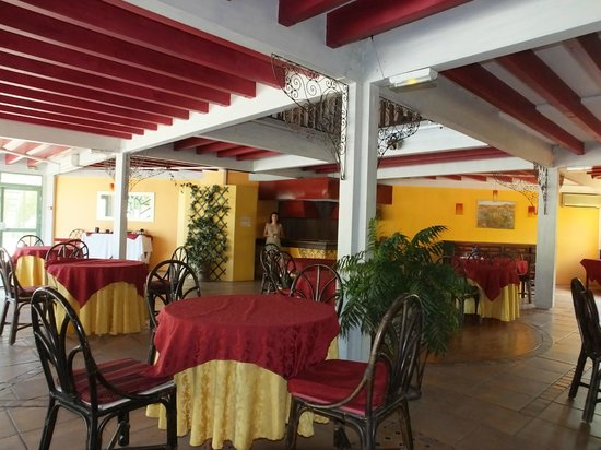Le Tropic Hotel : Breakfast room